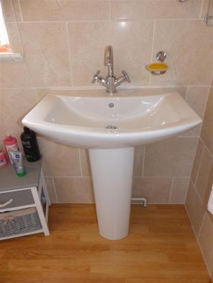 Pedestal wash hand b