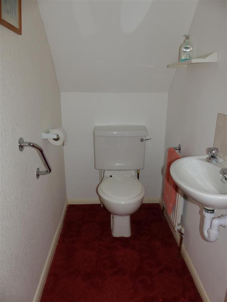 UPSTAIRS WC.JPG