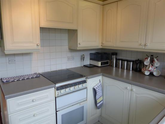 FITTED KITCHEN (2).J