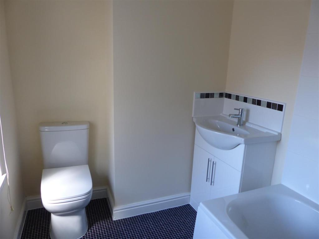 ENSUITE TO BEDROOM O
