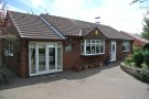2 bedroom Detached Bungalow in b Valley Road, Worksop...