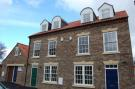 Town House to rent in Priestgate...