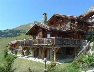4 bedroom Detached property in Chalet With Panoramic...
