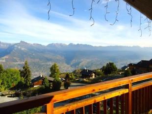 5 bed property for sale in Ski In/Ski Out Chalet...