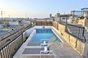 5 bedroom house in Converted Townhouse...