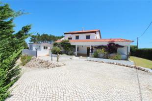 4 bedroom Detached home for sale in Large Villa With...