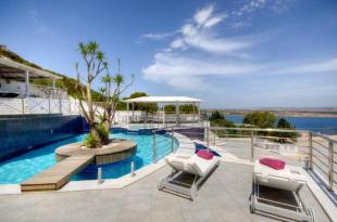 4 bed Detached home in Seafront Detached Villa...