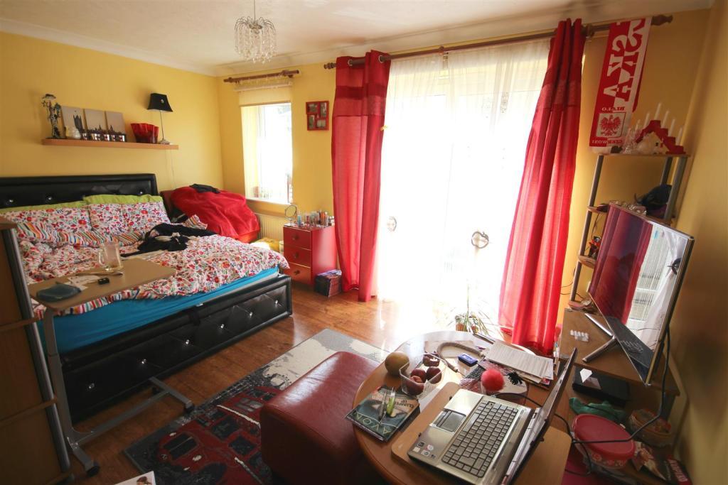 Living Room (L shape