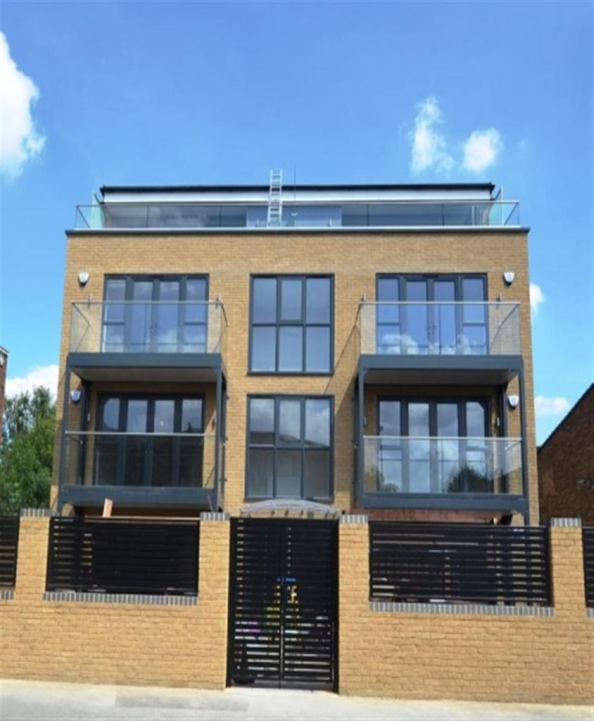 2 Bedroom Flat To Rent In Sleeper Court Apartments Pomeroy Street London Se14
