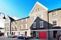 Terraced home in Lockesfield Place...