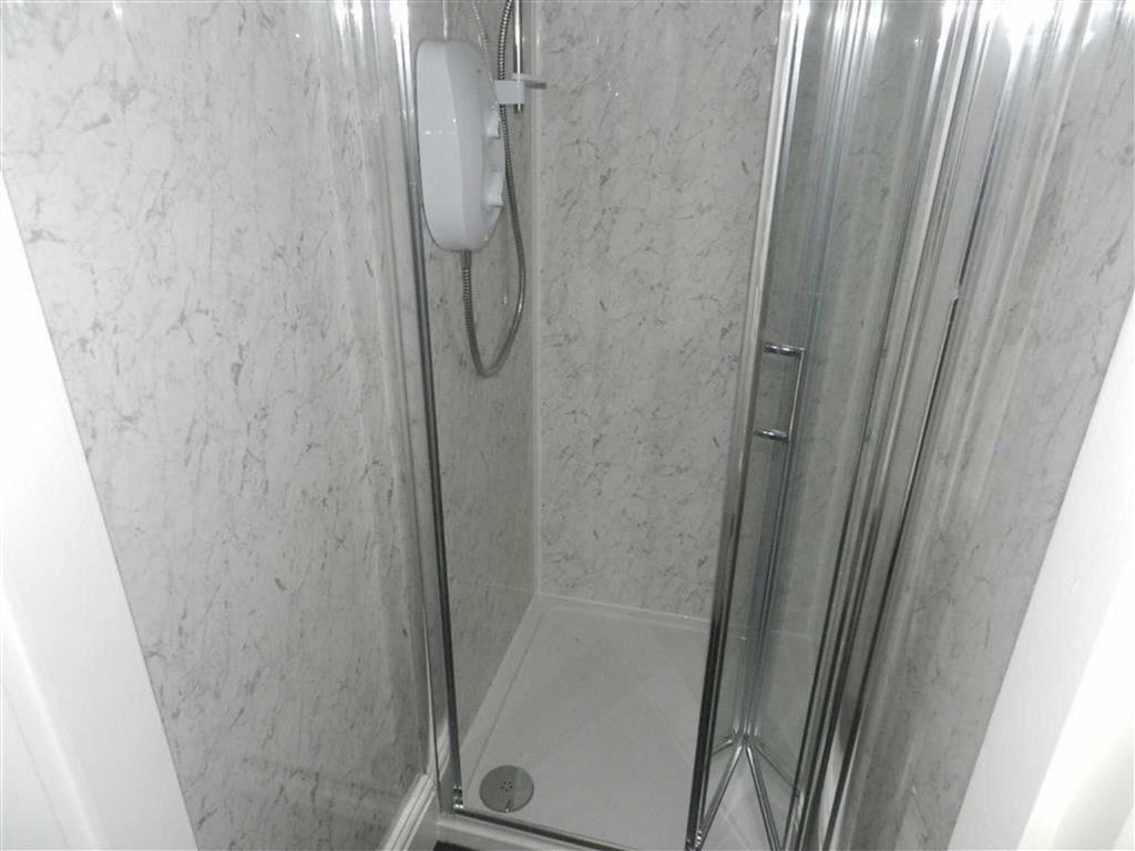 SEPARATE SHOWER ROOM