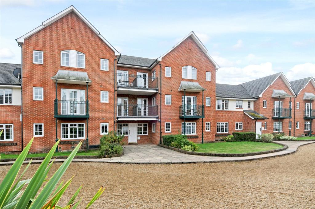 2 Bedroom Apartment For Sale In Knights Place St Leonards Road Windsor Berkshire Sl4 Sl4