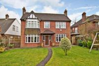 5 bedroom Detached house in High Street, Epping...