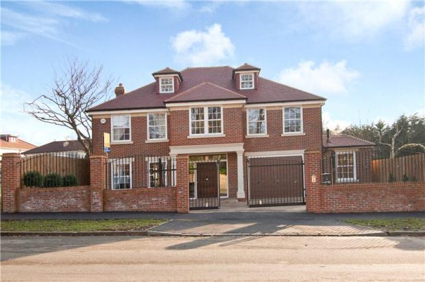 6 Bedroom Detached House For Sale In Stradbroke Drive