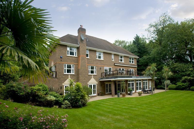 5 bedroom detached house for sale in coombe park kingston - Swimming pools in kingston upon thames ...