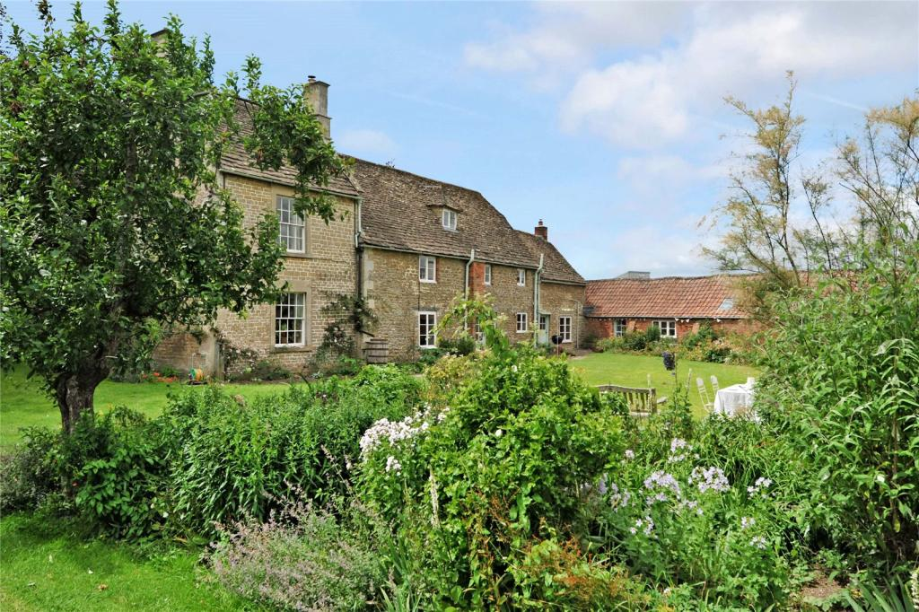 Hamptons Property For Sale In Bath