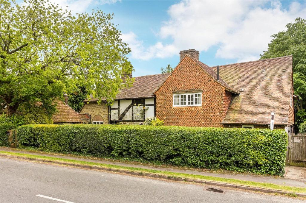 Hamptons Caterham Property For Sale