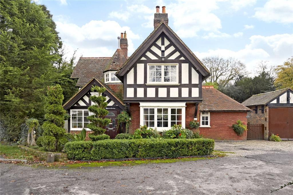 3 Bedroom Detached House For Sale In Ockley Road Beare Green Dorking Surrey Rh5 Rh5