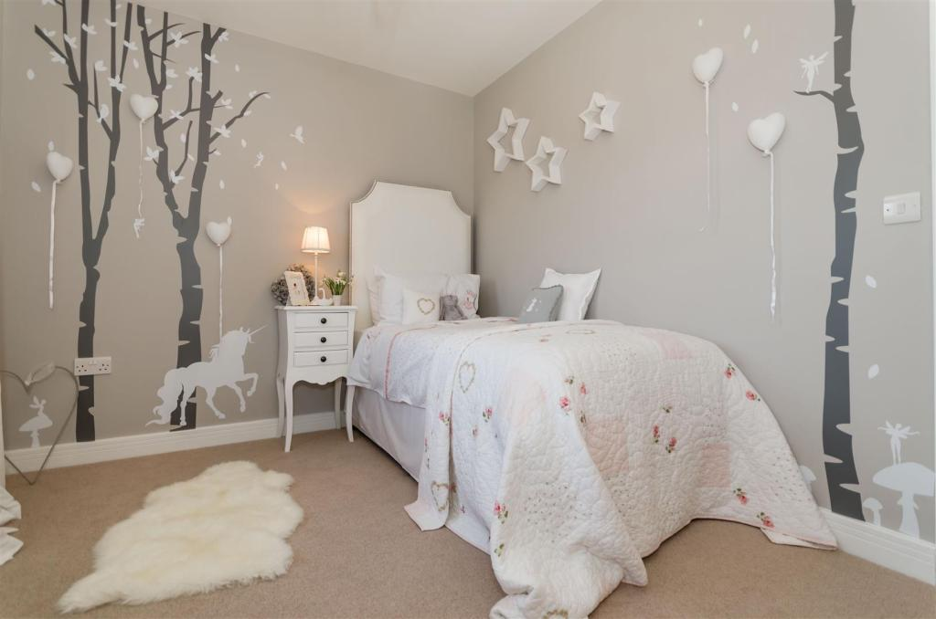 SHOW HOME...Bed 4b.j