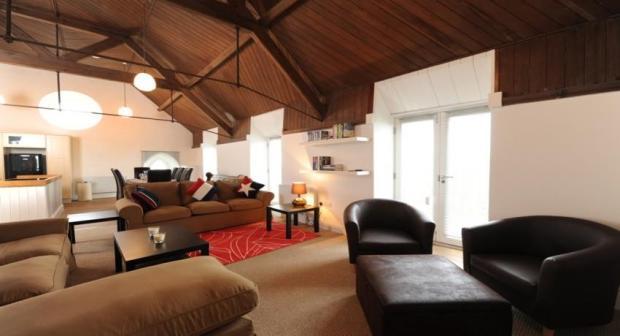 lounge ex.jpg