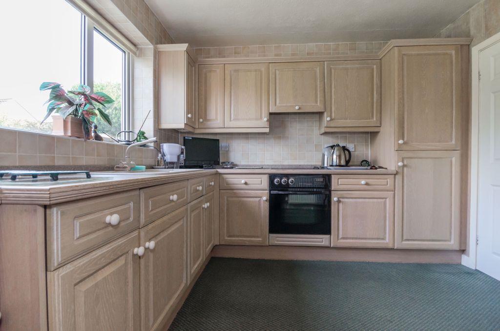 6...kitchen b.jpg