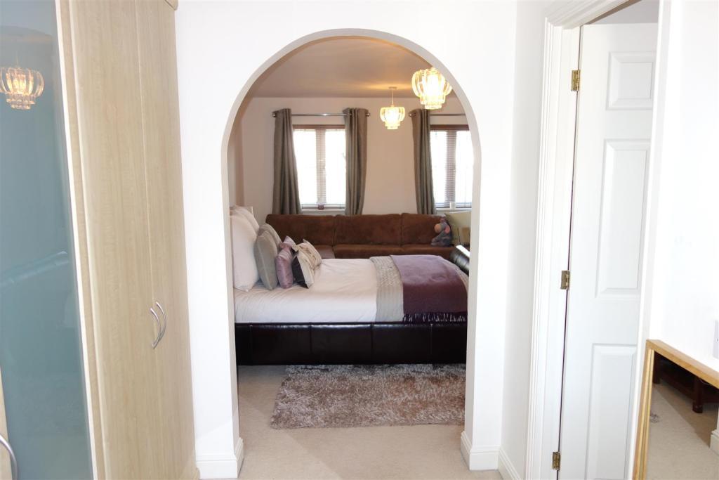 archway in bedroom.j