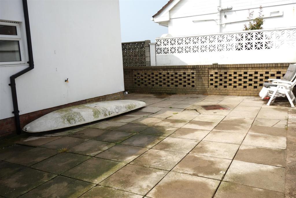 rear patio2.JPG