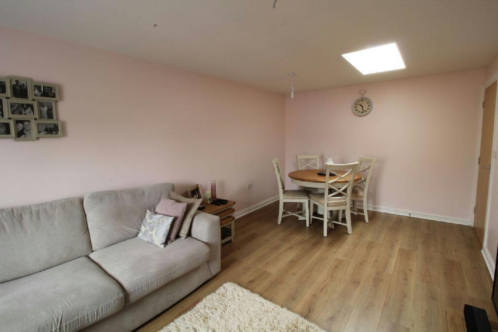 Lounge/Dining Area p