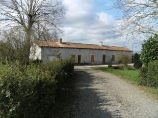 2 bedroom house in Near Saint- Claud...