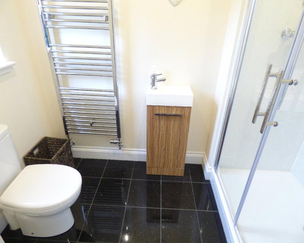 Gf Shower Room