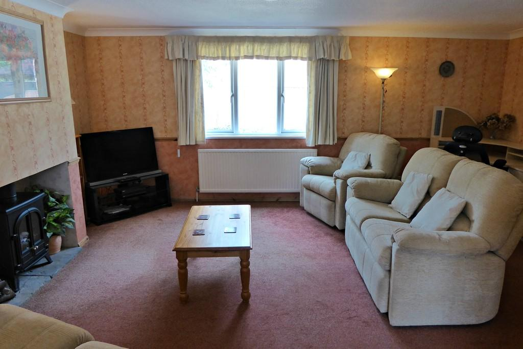 3 bedroom detached house for sale in tudor way brackley nn13 for 17 x 14 living room