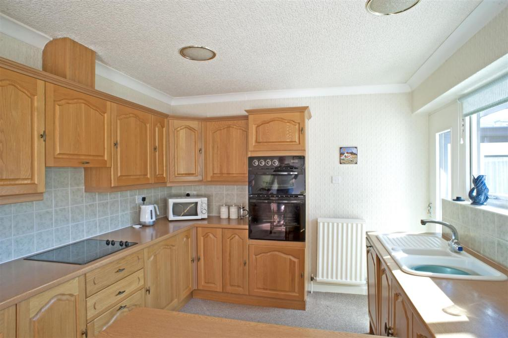 The fitted kitchen