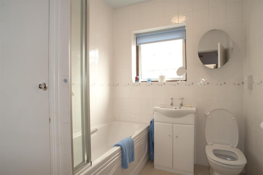 Modern family bathro
