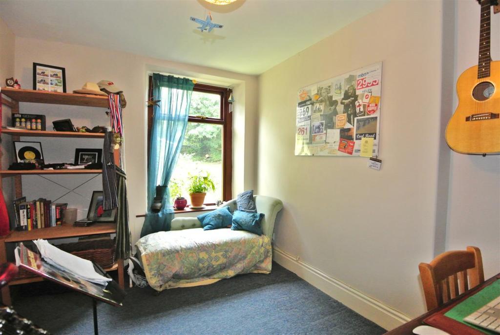 Third Bedroom to Rea