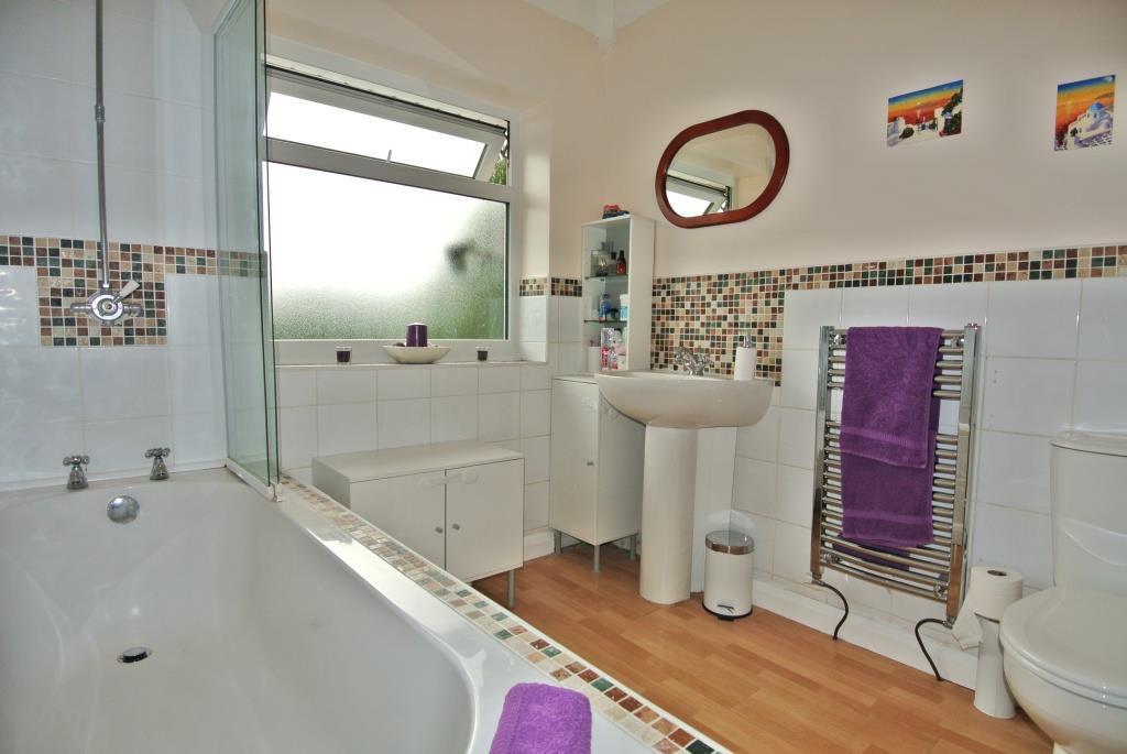 Great Sized Bathroom