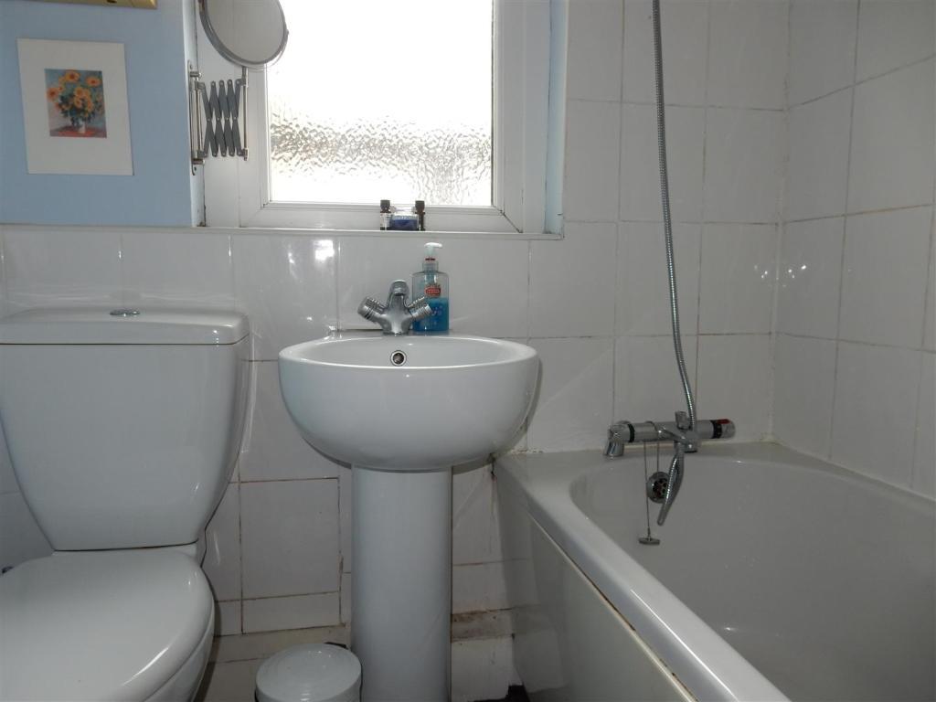 A 3 piece bathroom s