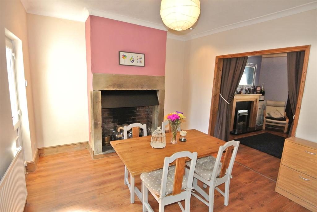 Spacious open plan l