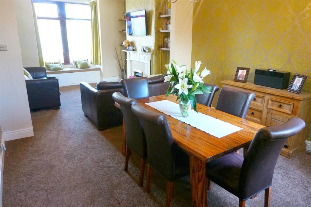 Lounge Diner.JPG