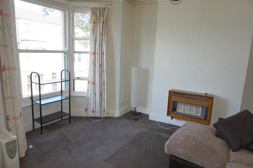 Lounge (Flat 2)