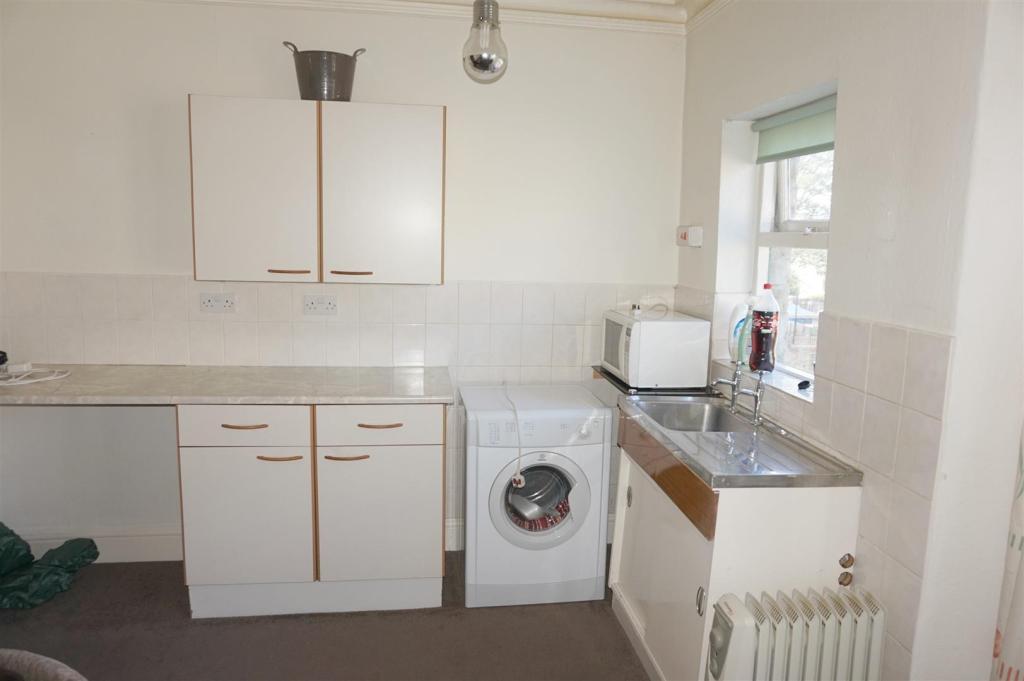 Kitchen (Flat2)