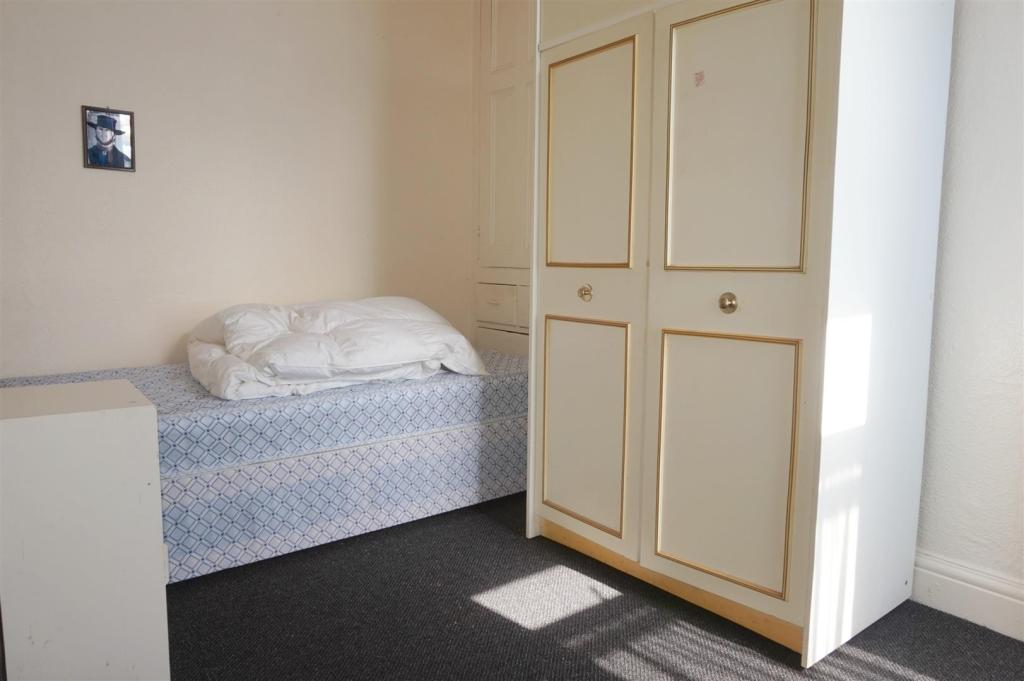 Bedroom (Flat 1)