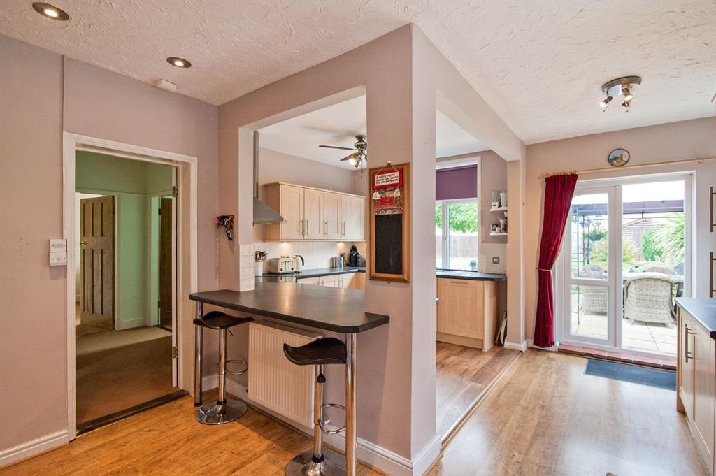 Kitchen/ Breakfast Room