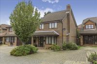 4 bed Detached house in Hill Farm Road...