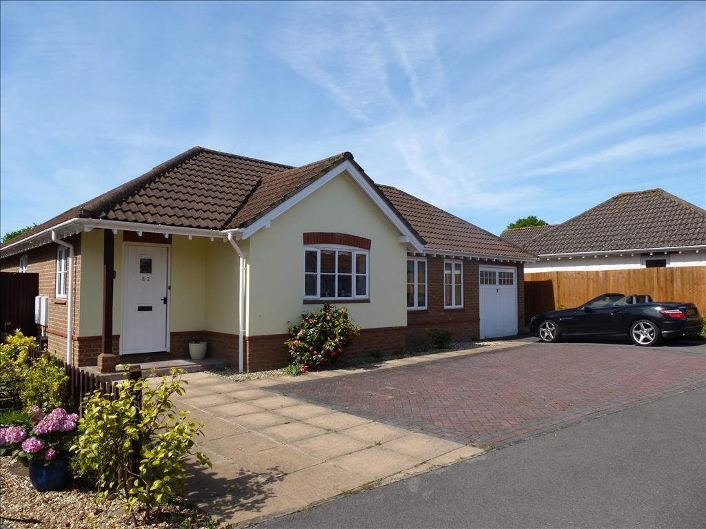 2 bedroom detached bungalow for sale in dickens dell