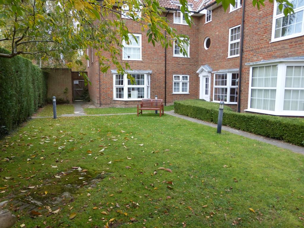 Studio Flat For Sale In The Cloisters Welwyn Garden City Al8