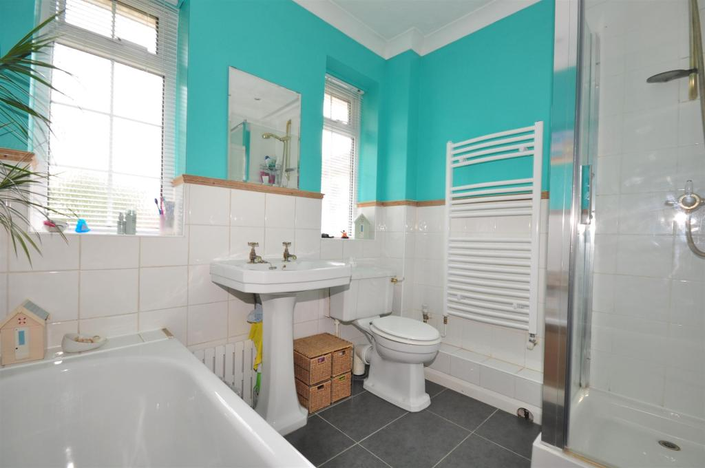 Turquoise bathroom ideas 13 images gallery homes for Brown and turquoise bathroom ideas