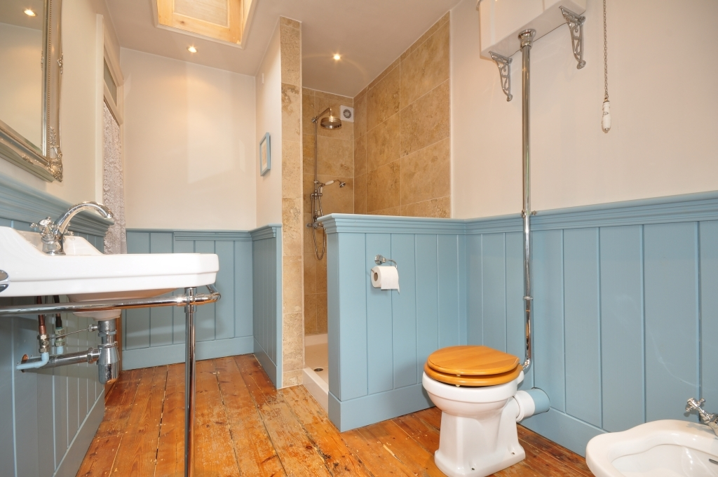 Blue Orange Bathroom Design Ideas Photos Inspiration Rightmove Home Ideas
