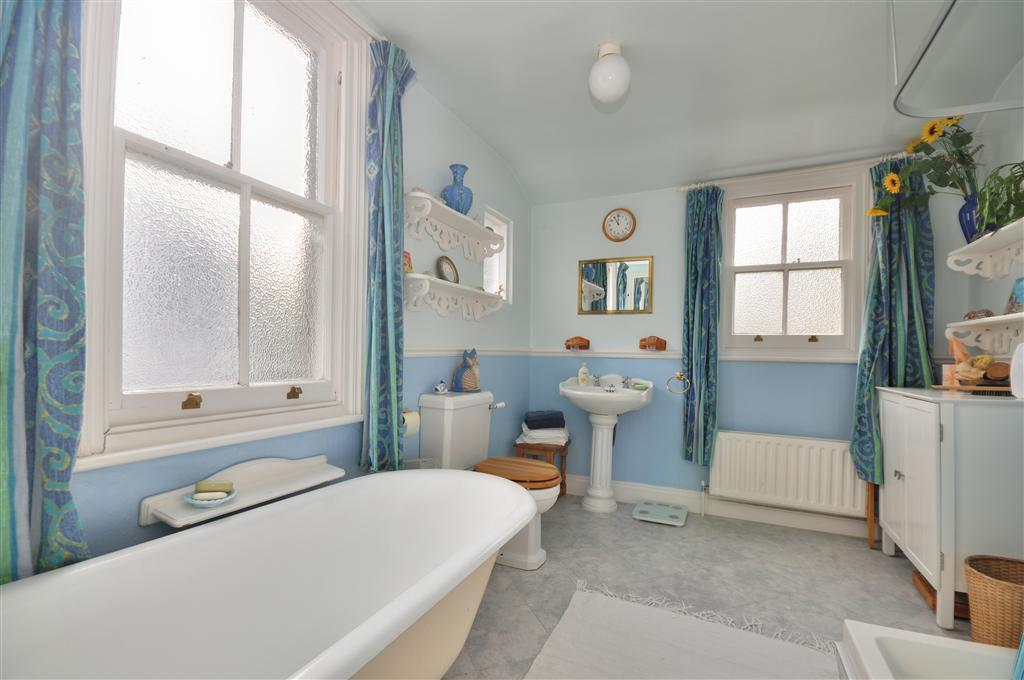 Traditional Blue Bathroom Designs : Colourful Bath Bathroom Design Ideas, Photos & Inspiration  Rightmove ...