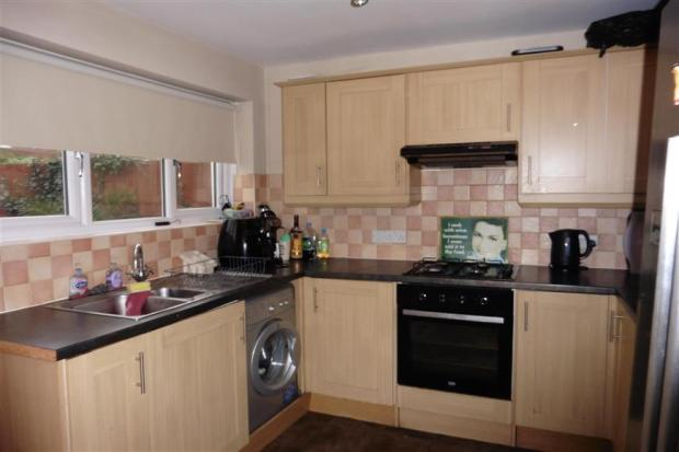 3 bedroom end of terrace house for sale in fulmar road for Terrace kitchen diner