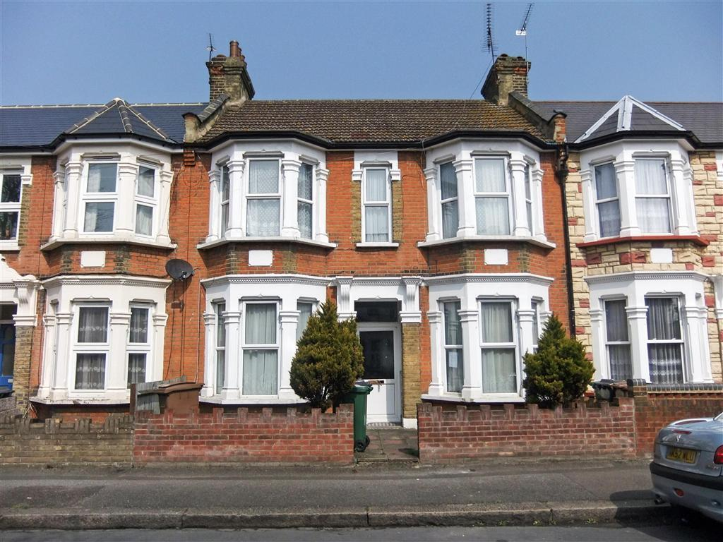 3 bedroom terraced house for sale in cavendish drive for What is terrace house